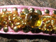 Armband,Rosa Glasperlen und Strass in Bernstein- farbend Perlen einzeln von Hand eingestickt