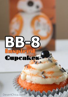BB-8 cupcakes for Star Wars: The Force Awakens | from Desert Chica --- Easy cupcakes that don't require a lot of fancy tools & skills.