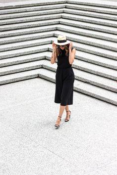 minimal style, fashion blogger, style blogger, black jumpsuit, all black outfit @randasalloum randasalloum.com