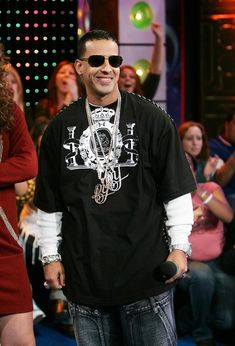 Daddy Yankee Photos Photos - (U.S. TABS OUT)  Daddy Yankee appears onstage during MTV's Total Request Live at the MTV Times Square Studios on January 12, 2006 in New York City. - MTV TRL With Daddy Yankee And Lil Wayne