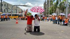 FEIRA DE SANTANA: Agentes comunitários de saúde fecham avenida e fazem oração pelo pagamento do piso