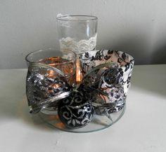 Arranjo com copos e velas http://asgemeasarteiras.blogspot.com.br/2013/12/arranjo-de-natal.html
