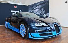 Bugatti Veyron Blue