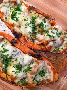 Ha szereted az édesburgonyát ez a recept nagy kedvenc lesz! Gm Diet Vegetarian, Vegetarian Recipes, Diet Recipes, Cooking Recipes, Healthy Recipes, Chicken Recipes, Healthy Cooking, Healthy Snacks, Smoothie Fruit