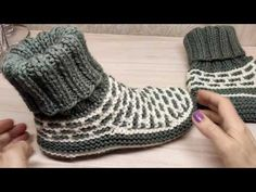 "Hausschuhe in ""Eskimo""Machen Sie ein gemütliches Paar Hausschuhe. Slipper Häkelanleitungen - Häkelanleitung pdf - h . Crochet Gifts, Crochet Baby, Knit Crochet, Knit Headband Pattern, Knitted Headband, Crochet Shoes, Crochet Clothes, Knitting Patterns, Crochet Patterns"