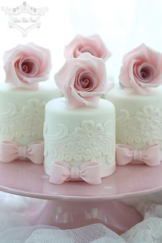 chasingrainbowsforever: Rose Mini Cakes ~ Leslea Matsis Cakes ~♥♥♥~
