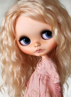 Blythe Doll... GORGEOUS!!