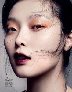 Joli halo orangé... Sung Hee par Marcus Ohlsson pour Vogue China ! #TheBeautyHours
