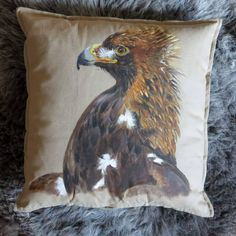 Ręcznie malowana poduszka z orłem #illustration #design #roomdesigne #decor #dog #huntingdog #handmade #homedecor #homeinspo #interior #elledecor #forest #bird #falcon #harrypotter #art #details #owl #nature #animal #hunter #wild #falcon #falconry #hunt #home #birds #art #eagle #model #moda http://misstagram.com/ipost/1563337134658738270/?code=BWyFtdPgthe