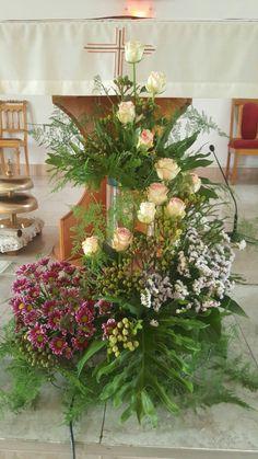 Rose Flower Arrangements, Beautiful Flowers, Beautiful Pictures, Hand Bouquet, Church Design, Arte Floral, Ikebana, Vintage Flowers, Wedding Ceremony