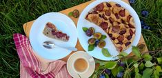 Poppy seed sponge cake with plums Sponge Cake, No Bake Desserts, Plum, Tacos, Seeds, Mexican, Baking, Breakfast, Ethnic Recipes