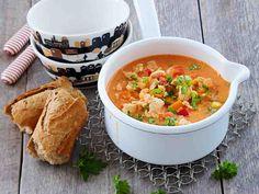 Maukas, riittoisa ja kuuma keitto lämmittää kehoa ja mieltä! Tämän keiton voit tehdä joko kookosmaitoon tai ruokakermaan. Tarjoa vaikkapa talkooporukalle...