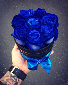 105 mentions J'aime, 2 commentaires – ThePrestigeRoses ( sur… – Valentine's Day Blue Roses, Blue Flowers, Purple Dahlia, Flower Boxes, My Flower, Million Roses, 15th Wedding Anniversary, Valentine's Day Gift Baskets, Red Green Yellow