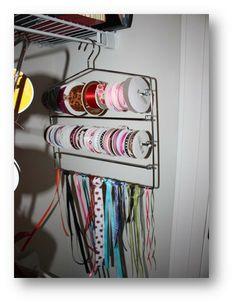 Brilliant! Use pant hangers to organize ribbon!