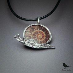 Lezu a nevím kam (Amonit) - náhrdelník / Zboží prodejce cerna kosice Metal Clay Jewelry, Wire Jewelry, Pendant Jewelry, Jewelry Crafts, Jewelry Art, Silver Jewelry, Jewelry Design, Artisan Jewelry, Handmade Jewelry
