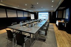 Chicago room | The conference room with 40-person seating capacity, free WiFi access throughout the entire building.