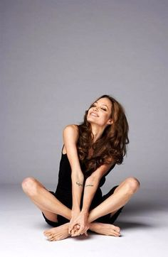 Angelina Jolie - Angelina Jolie You are in the right place about diy face mask sewing pattern Here we offer you the - Angelina Jolie Pictures, Angelina Jolie Style, Angelina Jolie Photoshoot, Shooting Studio, Portrait Photography, Fashion Photography, Female Portrait, Beautiful Celebrities, Beautiful Actresses
