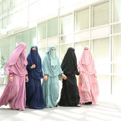 We are sisters in Islam Niqab Fashion, Muslim Fashion, Fashion Muslimah, Muslim Hijab, Muslim Dress, Beautiful Muslim Women, Beautiful Hijab, Hijab Chic, Casual Hijab Outfit
