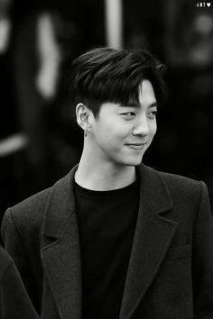 Bang Yongguk #BAP #BANG  Eu só queria um homem dessas na minha vida.. É pedir de mais gente? :')
