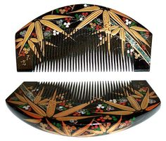 Kushi - Bamboo Leaves and Flowers Hair Comb. Hand-Painted and Lacquered Wood with Mother-of-Pearl Inlay. Taisho Period, Circa 1920's. 11cm x 6cm.