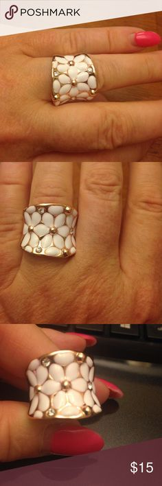 NEW ROXI Fashion Flower ring NEW rose gold tone white enamel flowers with two rhinestone diamond accents. Size 7 Jewelry Rings