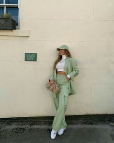 Suit Fashion, Look Fashion, Fashion Outfits, Classy Outfits, Trendy Outfits, Ropa Color Pastel, 40s Mode, Mode Pastel, Look Blazer