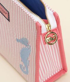 Vineyard vines cosmetic bag - as if I need another makeup bag! Preppy Girl, Preppy Style, Preppy Outfits, Preppy Southern, Southern Prep, Seersucker, Cosmetic Bag, Preppy Essentials, Women's Accessories