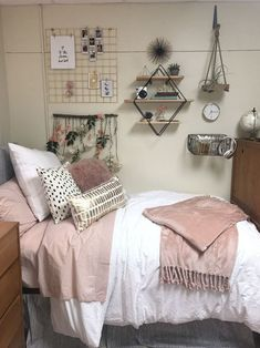 A Secret Weapon for Elegant Dorm Room The room is somewhat narrow with plenty of furniture. Decorating a dorm room can be a frightening thing, but it's fun to delight in the very first year of college. In any case,… Uni Room, College Room, College Life, Dorm Room Designs, Dorm Room Styles, Bedroom Designs, Dorm Room Organization, Organization Ideas, Dorm Walls