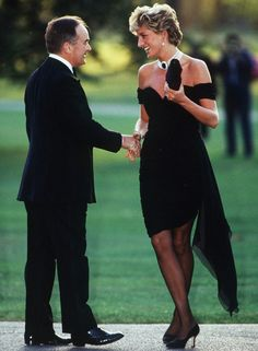The Real Story of Princess Diana's 'Revenge' Dress — and How She Nearly Didn't Wear It Princesa Diana, Lady Diana, Grace Kelly, Princess Diana Revenge Dress, Camilla, Anna Harvey, Revealing Dresses, Isabel Ii, Famous Black