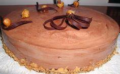 Bavarese al cioccolato con inserto alle nocciole caramellate Cake, Desserts, Food, Tailgate Desserts, Pie, Kuchen, Dessert, Cakes, Postres