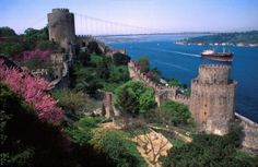 Few places on Earth are as rich with beauty and history, as the Bosphorus Strait in Istanbul. If you're planning a trip to Istanbul, there's no better way to experience the city than on a Bosphorus cruise. Cheap Hotels In Istanbul, Antalya, Places To Travel, Places To See, Istanbul Tours, Istanbul City, Istanbul Travel, Turkey Travel, Turkey Tourism