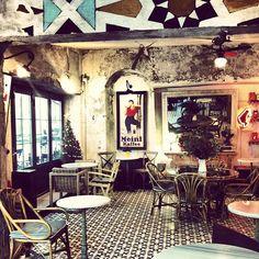 Hip coffeeshop with always young crowd. / Karabatak in İstanbul, İstanbul