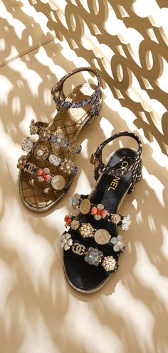 Sandals Summer Chanel resort 2016 / 2017 embellished sandals Spring Summer Sandals chanel - There is nothing more comfortable and cool to wear on your feet during the heat season than some flat sandals. Chanel 2015, Chanel Couture, Spring Sandals, Summer Shoes, Chanel Resort, Chanel Shoes, Chanel Sandals, Coco Chanel, Chanel Bags