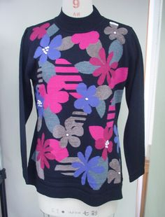sweater factory black knit intarsia flowers #sweater #sweaterfactory #sweatermanufacturers #luxury #cashmereknitwear #Chinamanufacturers #cardigansweater #sweatersuppliers #woolsweater #cashmereknit #cottonsweater  #knittedsweater  #jacquardsweater #intarsiasweater #beadedsweater#handembroidery  #printsweater