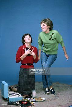 LAVERNE & SHIRLEY - Season 2 - Gallery - 10/19/76, Cindy Williams (Shirley), Penny Marshall (Laverne),