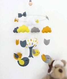 Mobile bébé en décoration de chambre denfant fille ou garçon Mobile oiseaux arbre nuages et feuilles . Mobile feutrine couleurs au choix ============================================================...
