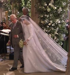 Royal Family Around the World: The Wedding of Britain's Prince Harry and US actress Meghan Markle at St George's Chapel, Windsor Castle on May 2018 in Windsor, England. Royal Wedding Harry, Harry And Meghan Wedding, Meghan Markle Wedding, Prince Harry And Megan, Lady Diana, Princess Meghan, Prince And Princess, Royal Brides, Royal Weddings
