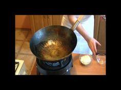 Przepis na smażoną Wołowinę Z Makaronem po wietnamsku. To bardzo smaczne i proste do przygotowanie danie kuchni wietnamskiej. Przepis jest w formie filmu video ułatwiającemu przygotowanie