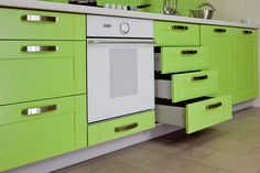 How Flat Pack Kitchen Cabinets Could Transform Your Home? Room Interior Design, Diy Interior, Interior Exterior, Interior Decorating, Refacing Kitchen Cabinets, Kitchen Appliances, Cocina Diy, Diy Kitchen, Repurposed