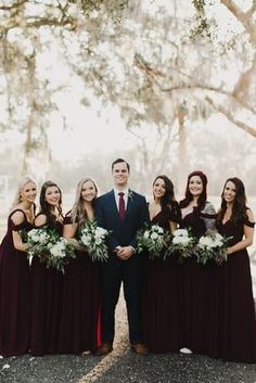 Wedding Picture Poses, Wedding Photography Poses, Wedding Poses, Wedding Photoshoot, Wedding Pictures, Bridal Party Poses, Wedding Ideas, Wedding Planning, Bridesmaid Pictures