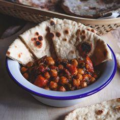 Spenótos csicseri dahl – Dizájnkonyha Dahl, Chana Masala, Chili, Curry, Ethnic Recipes, Food, Curries, Chile, Essen