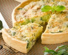Cheesy Broccoli Quiche, the picture is not same as recipe. There is no pastry crust in recipe. Quiche Recipes, Broccoli Recipes, Egg Recipes, Brunch Recipes, Breakfast Recipes, Cooking Recipes, Breakfast Buffet, Brunch Ideas, Easter Recipes
