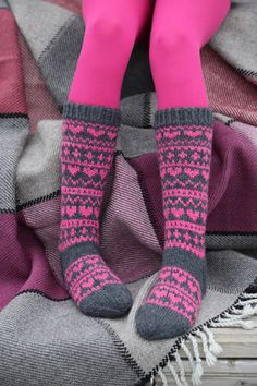 Pizzicato: Sydänsukat Pink Tights, Thigh High Socks, Knitting Socks, Kids And Parenting, Leg Warmers, Handicraft, Bunt, Mittens, Ravelry