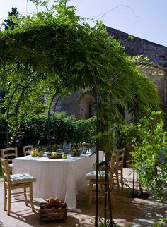 Comedor de verano del Hotel L'hort de Sant Cebrià, en Torroella de Fluvià.