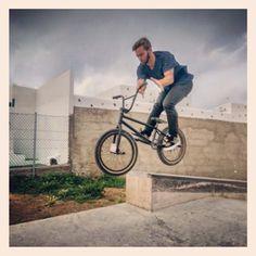 #bmx #bmxlife #ride #skatepark #spot #livelife #vans #vansshoes #kornerstreet #halfcab #view #pic #diy #barro #twowheels #clouds #nollie #barspin #ledge #evenning #wethepeople #NRSKT #THRASHUERTA #poing  Shot by @joseoro92 :)