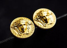 BEAUTIFUL 18 K GOLD PLATE PROMOTIONAL  CUFF LINKS.  MEDUSA  HEAD   COMES IN NICE GIFT BOX     GREAT GIFT !!!    FAST SHIPPING -TRACKING