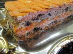 Из рыбы можно приготовить множество разнообразных блюд, и даже торт. Например, с морковью и черносливом. Это оригинально, празднично-красиво и вкусно! Подаваться такой торт будет, конечно, не в качестве десерта, а как закуска. Попробуйте!    Прекрасная и нарядная закуска к любому празднику!  Рецепт нашла http://www.kyxarka.ru/news/1290.html  Спасибо автору! фото 1