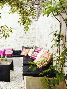 garden room. Corner bench with comfy cushions. Love it!!!