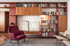 Terracota Apartment in Sao Paulo, Brazil form AR Arquitetos had kept the furnishing low and dynamically arranged to create an opened office which communicates Terracota, Living Area, Living Room Decor, Living Spaces, Elle Decor, Studio Arthur Casas, Kitchens And Bedrooms, Wood Interiors, Wood Shelves