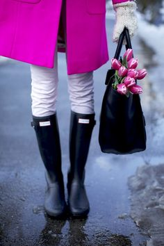 C l a s s y in the city (: tulips + hunter boots)